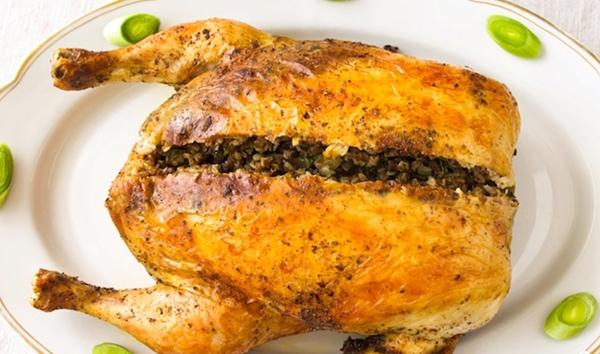 Фаршированная курица с гречкой и грибами с фото в