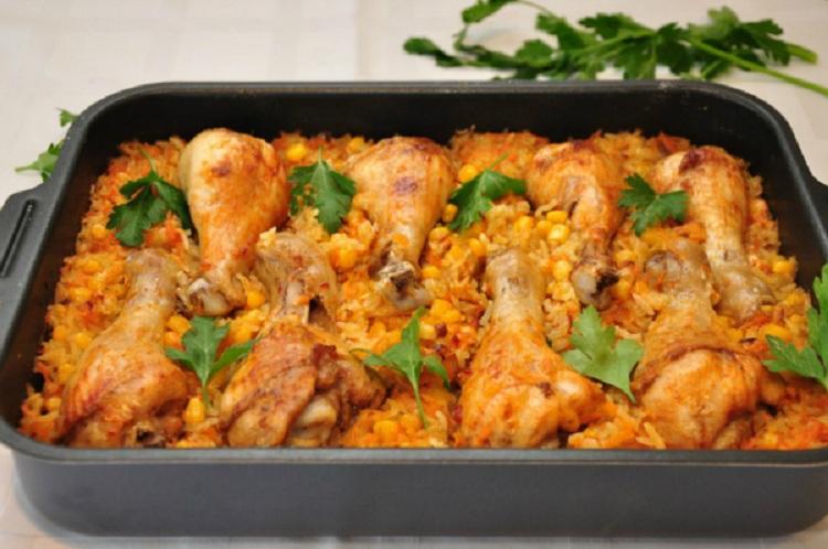 Куриные крылышки с рисом и кукурузой в духовке рецепт с пошагово