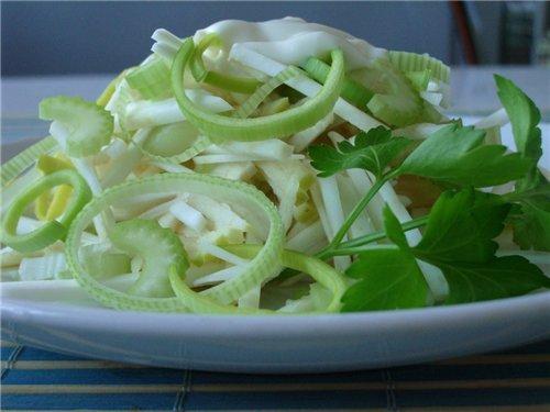 Салат из сельдерей с яблоком рецепт