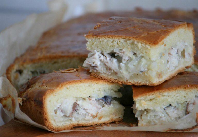 Пирог из рыбных консервовы на скорую руку